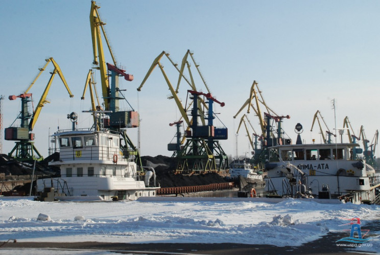 Через сніг в одеських портах обмежили ва…