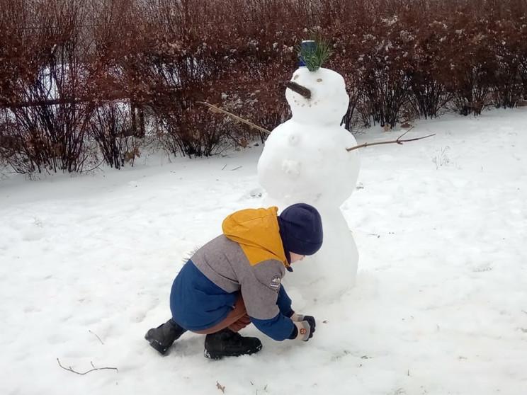 """Перший сніговик, діти на санчатах, """"каша…"""
