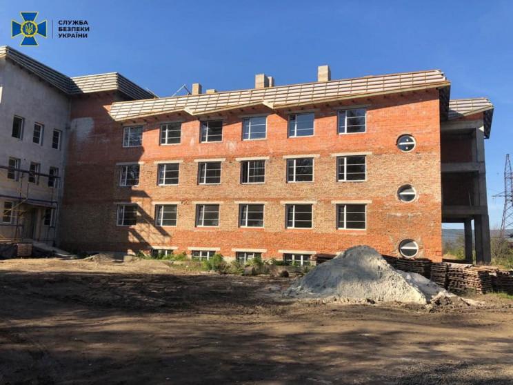 Під час будівництва тубдиспансеру на Зак…