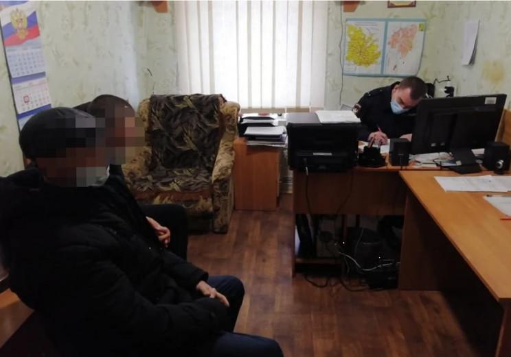 Двоє підлітків проїхали пів Криму, зачеп…