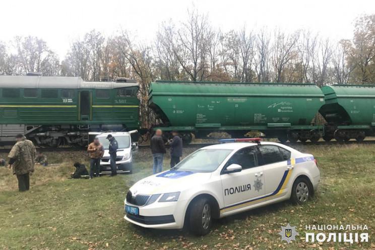 Майже тонну пального викрали залізничник…
