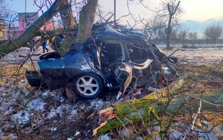 """На Херсонщине водитель разбил """"Ниссан"""" о…"""