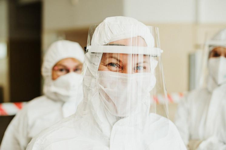 У Києві виявили ще майже 900 хворих на к…