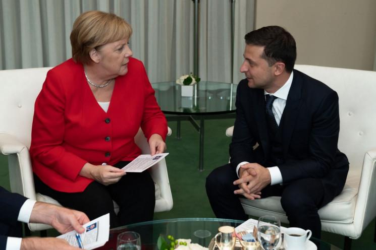 Зеленский обсудил с Меркель вопрос Донба…