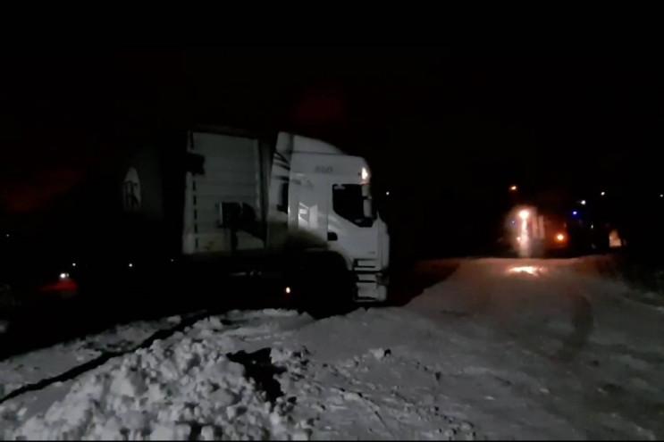 Харьковские спасатели вытащили грузовик…