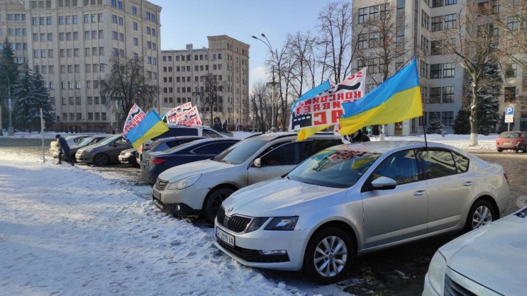 Харків'яни влаштували автопробіг проти д…