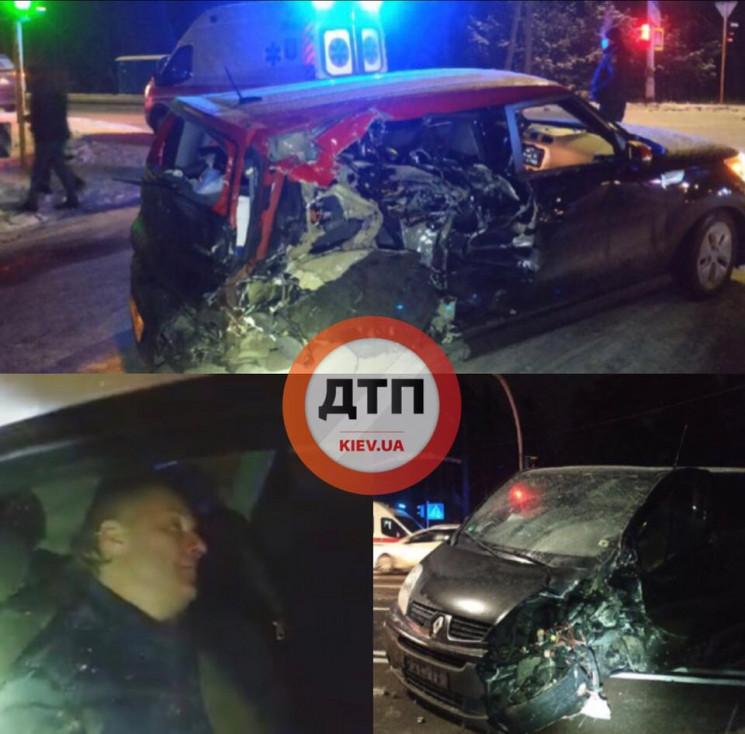 На Київщині міакроавтобус врізався в авт…