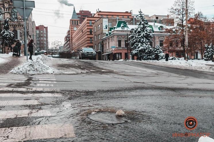 На центральному проспекті Дніпра з-під л…