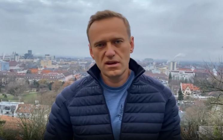 """Хлопчику, водочки нам принеси"": Навальн…"