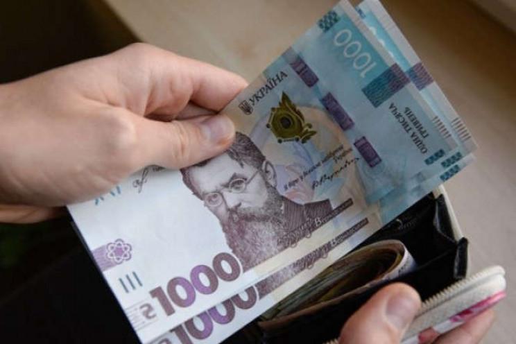 Уряд хоче підвищити зарплати співробітни…