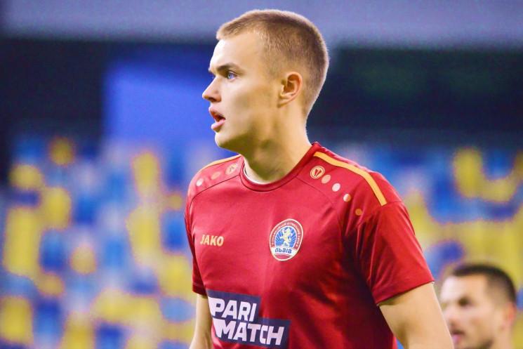 Відомий український футболіст перебереть…