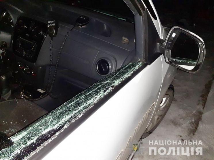 У Запоріжжі п'яний чоловік розбив вікно…