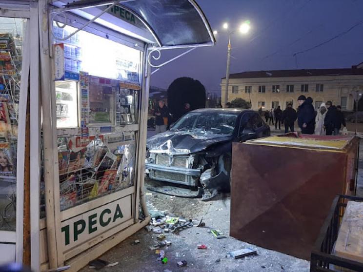 У Херсоні автівка з п'яним водієм на шал…