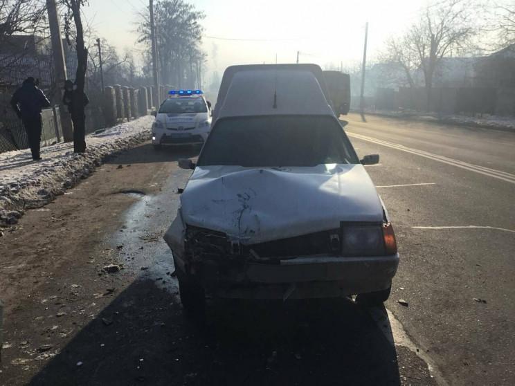 На Дніпропетровщині легковик врізався у…