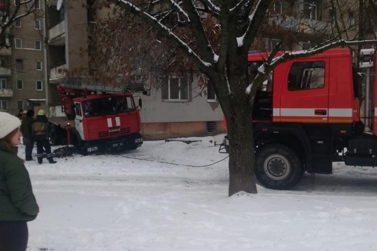 В Ужгороді пожежна автівка колесом прова…