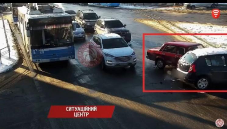 На перехресті вулиць Пирогова й Малиновс…