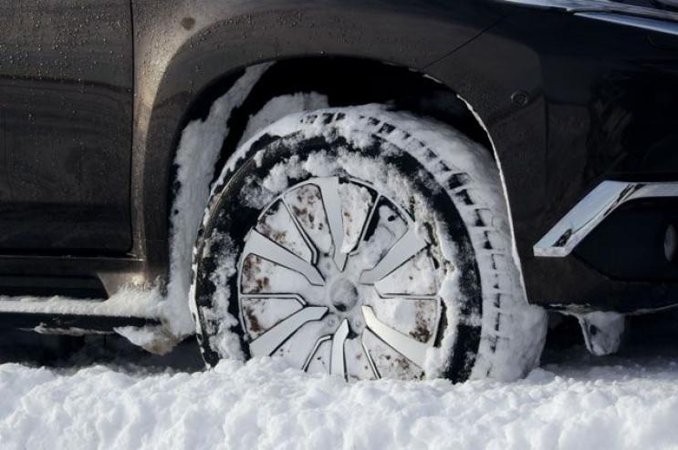 У Криму автомобіліст провів добу у сніго…