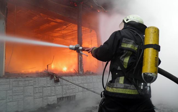 На Одещині у вогні загинула людина та дв…