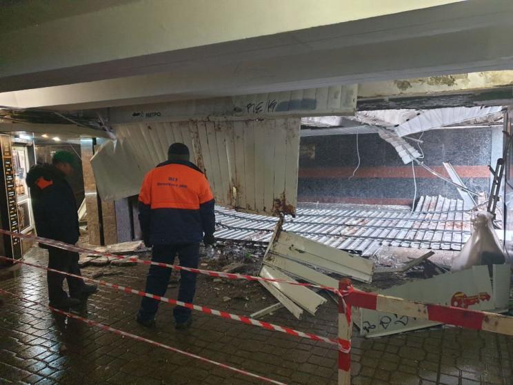 Обвал в переходе на Майдане: Потолок обу…