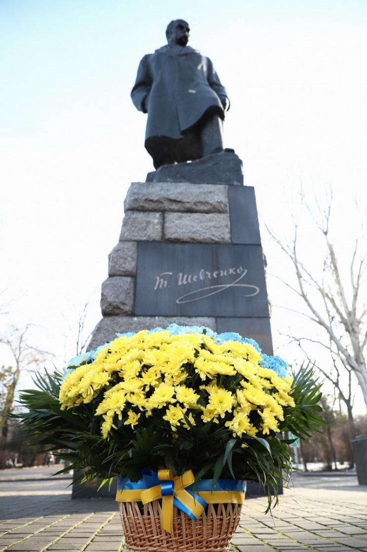 В Одессе с цветами отмечают День Соборно…