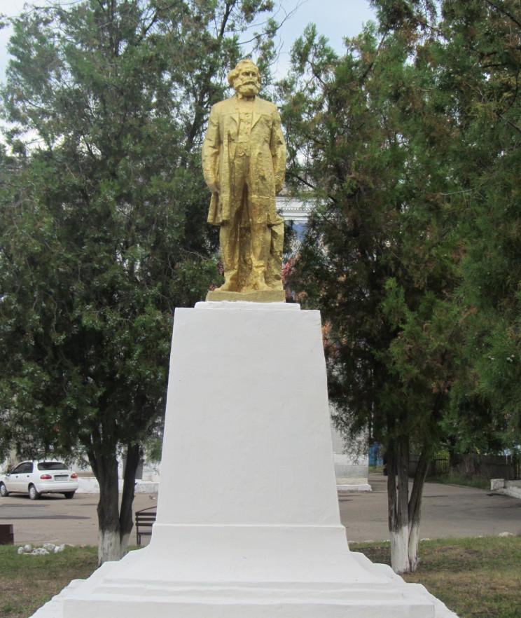 На Одещині залишилось два недекомунізова…