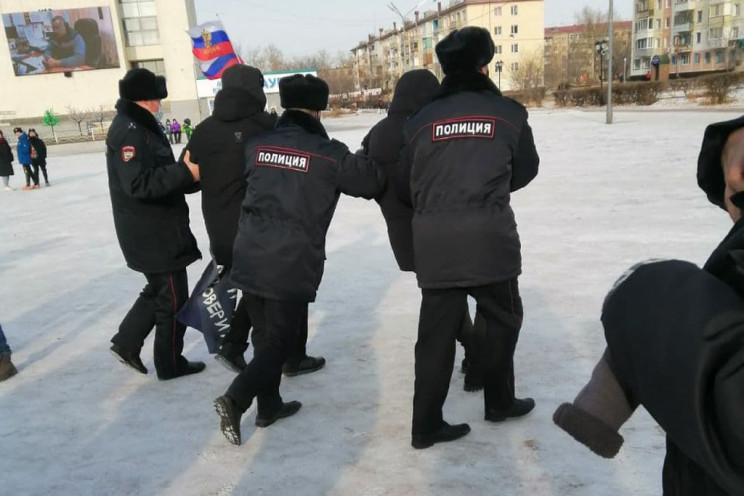 У Криму окупанти погрожують школярам і ї…