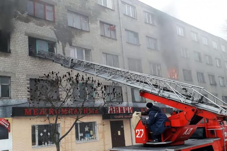 На Днепропетровщине жителей из горящего…