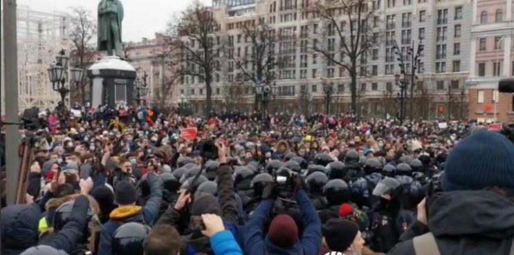 На Росії протестували майже 160 тисяч ос…