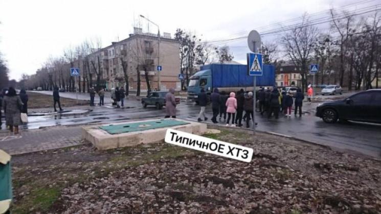Харків'яни перекрили на ХТЗ дорогу через…