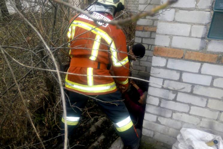 На Дніпропетровщині жінка впала у вигріб…