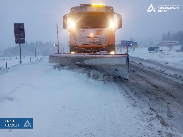 Дорожники расчищают дорогу Киев — Чоп…