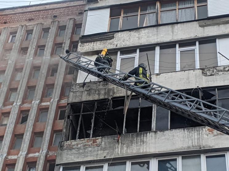В Івано-Франківську гасили пожежу в бага…