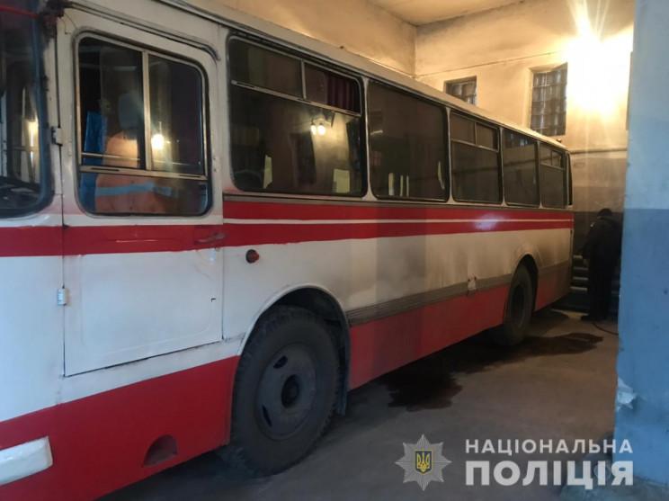 На Харківщині водія притиснуло автобусом…