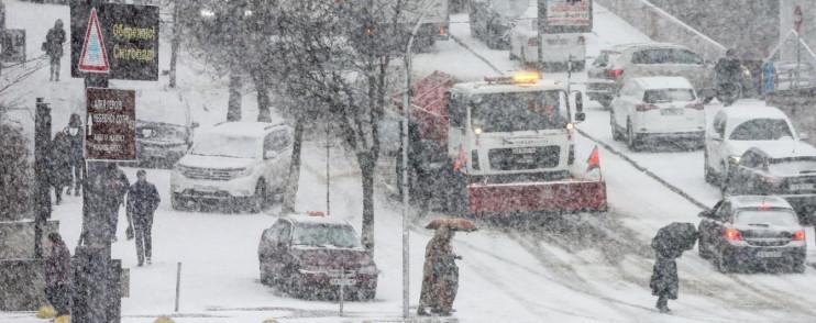 Київ скували затори через потужний сніго…