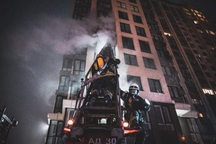 У Києві горіла багатоповерхівка: Є потер…