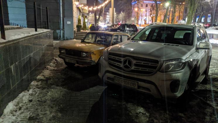 В Днепре автохам перекрыл движение по тр…