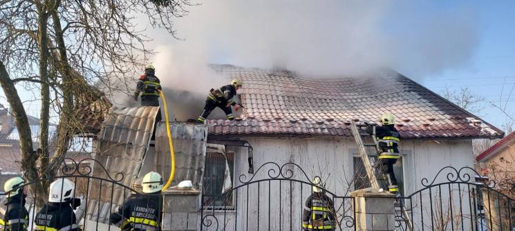 У Червонограді на пожежі врятували чолов…
