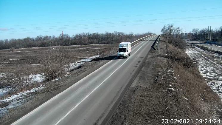 На Харківщині 11 бригад дорожників латаю…