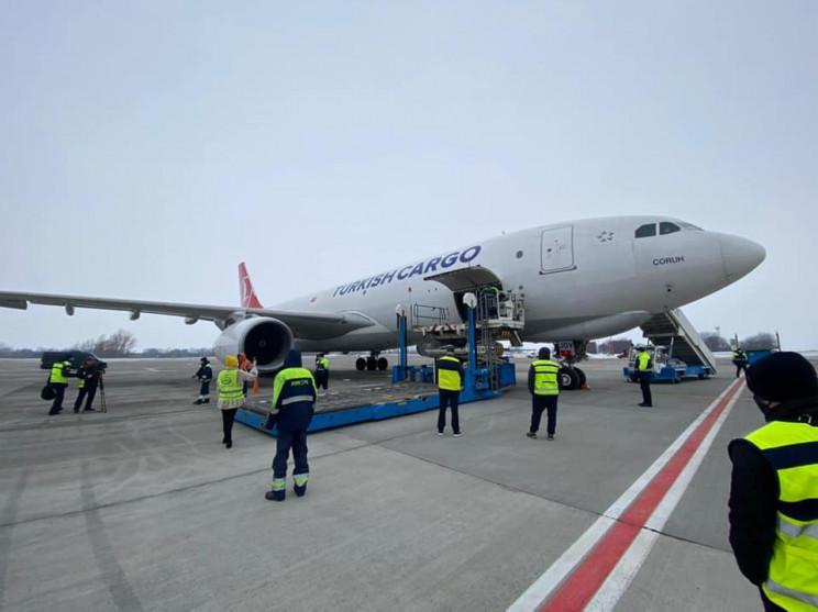Степанов про прибуття літака з COVID-вак…
