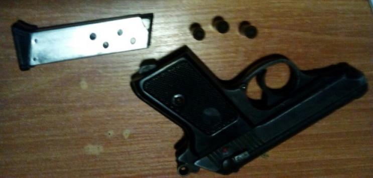 Зброю, набої та гранату вилучили копи в…