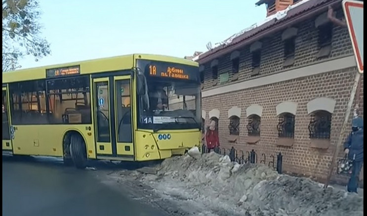У Дублянах великий автобус потрапив у ДТ…