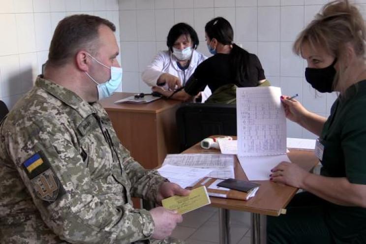 В Харькове 18 военных медиков вакциниров…