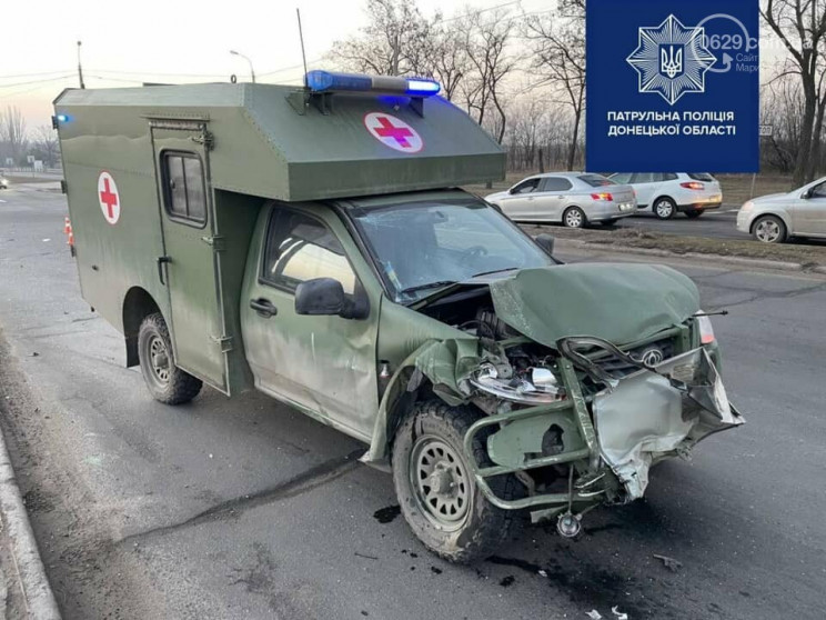В Маріуполі авто військових медиків потр…