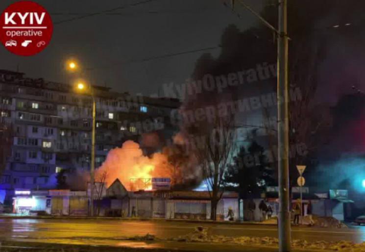 У Києві горить ринок (ВІДЕО)…