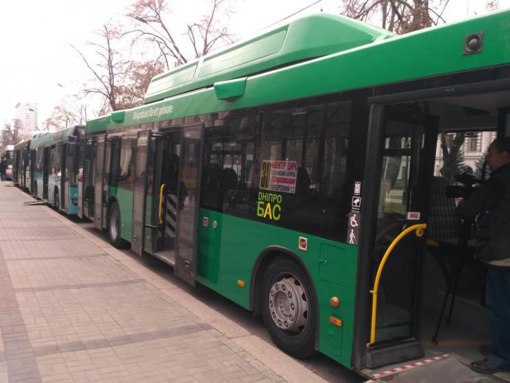 Нові автобуси і відновлення маршрутів: У…