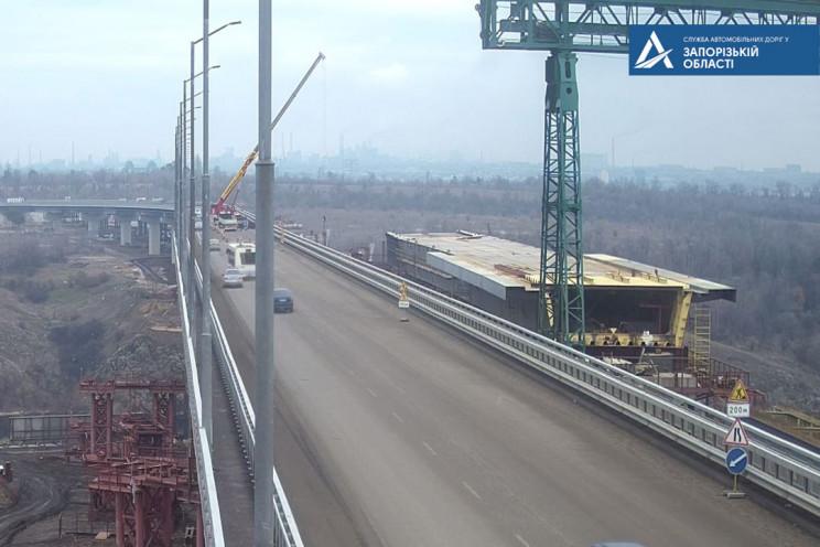 На новом мосту в Запорожье на две недели…