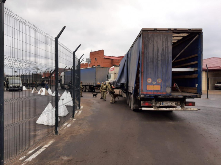 В ОРЛО прибыло 11 грузовиков гуманитарно…
