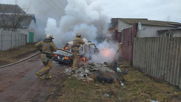 На Харківщині вогонь вщент знищив авто,…