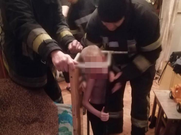 У Запоріжжі шестирічний хлопчик застряг…