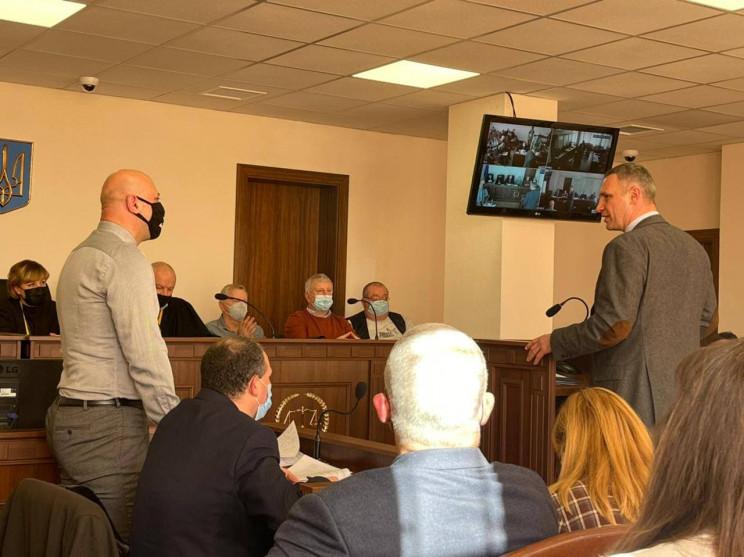 Мер Києва Кличко дає свідчення у справі…